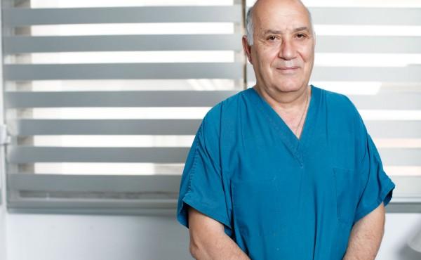Δρ. Λουκάς Βαρναβίδης